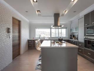 Modern kitchen by HO arquitectura de interiores Modern