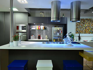 Bancada Cozinha: Cozinhas  por HECHER YLLANA ARQUITETOS
