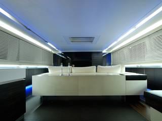 Progetti e allestimenti: Soggiorno in stile in stile Moderno di Tensocielo
