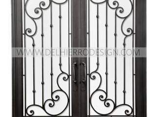 Puerta de entrada:  de estilo  por Del Hierro Design