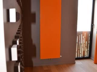 Maison Loos: Couloir et hall d'entrée de style  par C+BO