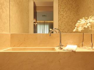 Apartamento residencial - Ed. Lumina Parque Clube Banheiros clássicos por Carolina Ouro Arquitetura Clássico