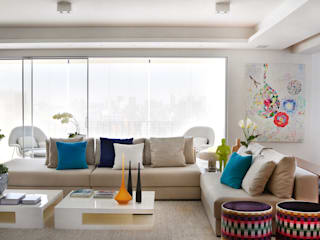 Thaisa Camargo Arquitetura e Interiores Living room Multicolored