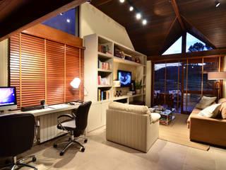 Estudios y despachos rústicos de Stúdio Márcio Verza Rústico