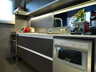Modern kitchen by HECHER YLLANA ARQUITETOS Modern