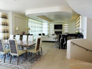 Salas de estar  por Erika Winters® Design