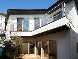 大岡山の家: (有)伊藤道代建築設計事務所が手掛けたベランダです。