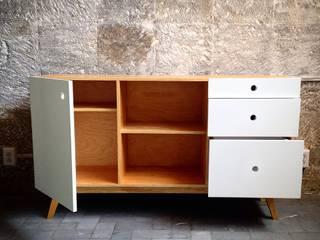 Low Tech:  de estilo  por Lilk muebles