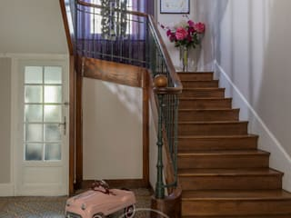 Sandrine RIVIERE Photographie Eclectic style corridor, hallway & stairs Wood Brown