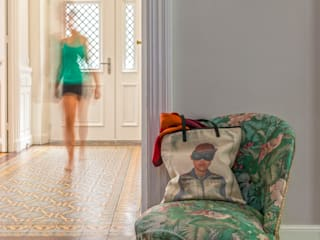 Sandrine RIVIERE Photographie Eclectic style corridor, hallway & stairs Green