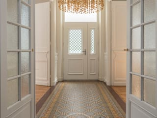 Sandrine RIVIERE Photographie Eclectic style corridor, hallway & stairs