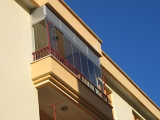 Balcones y terrazas de estilo moderno de armoni yapı Moderno