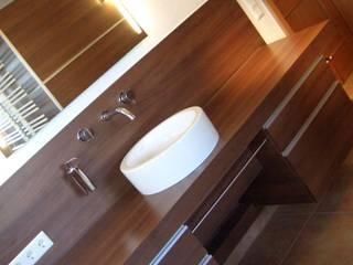 Bäder: moderne Badezimmer von Schreinerei Mayle