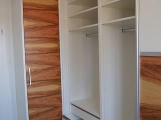 Schlaf- & Ankleidezimmer: moderne Schlafzimmer von Schreinerei Mayle