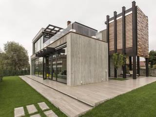 Residenza Privata Giardino moderno di Reggiani SPA Illuminazione Moderno