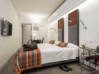 Maison Evelina (Architetto Francesco Sertoli): Hotel in stile  di Giulio Riotta Photography