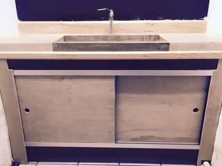 Mobiliario en madera y metal:  de estilo  por Mirlo Diseño Integral