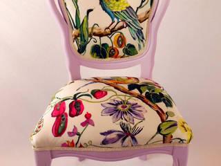por Motley Chairs Eclético Madeira Acabamento em madeira