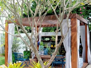 Tropical style garden by RABAIOLI I FREITAS Tropical