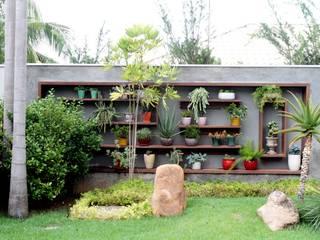 Jardines de estilo  de RABAIOLI I FREITAS