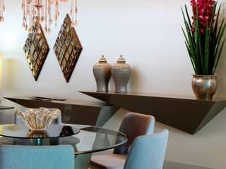 Sala da pranzo in stile in stile Moderno di RABAIOLI I FREITAS