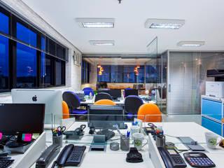Reforma e modernização de escritório comercial Amanda Pinheiro Design de interiores Edifícios comerciais modernos Laranja