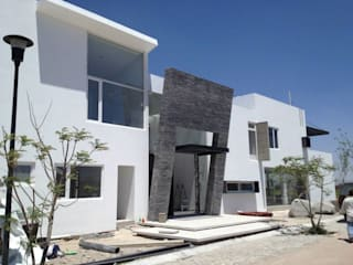 SANTIAGO PARDO ARQUITECTO Single family home Stone Grey
