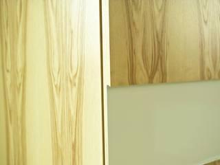 Мебельная мастерская Александра Воробьева ห้องแต่งตัวตู้เสื้อผ้าและลิ้นชัก แผ่น MDF