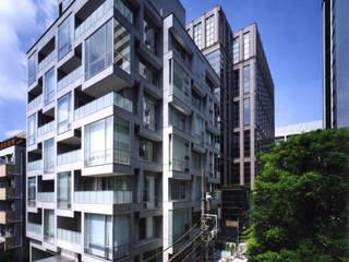 D' グランセ南青山 ハイヴァリー: 新居千秋都市建築設計が手掛けた家です。,モダン