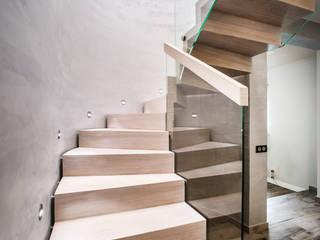 BRODA schody-dywanowe Corridor, hallway & stairsStairs Gỗ White