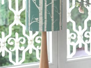 Matilda Birch D20: skandinavische Wohnzimmer von Koala Designs