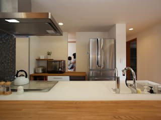 鵠沼松が岡の家: (有)伊藤道代建築設計事務所が手掛けたキッチンです。