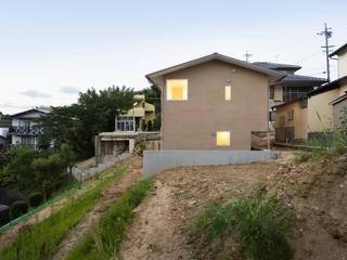 市原忍建築設計事務所 / Shinobu Ichihara Architects Casas de estilo escandinavo Madera maciza Beige