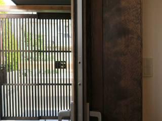 美しが丘西の家: (有)伊藤道代建築設計事務所が手掛けたベランダです。