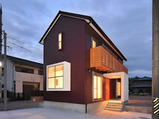 若山建築設計事務所 Rumah Modern Metal Brown