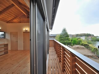 ベランダ 和風デザインの テラス の 若山建築設計事務所 和風 木 木目調