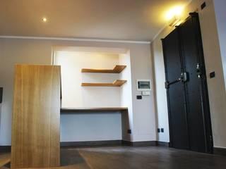 Corridor & hallway by deltastudio, Minimalist