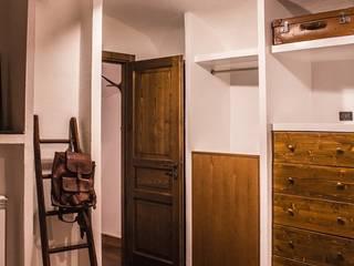 Cristina Camera da letto moderna di deltastudio Moderno