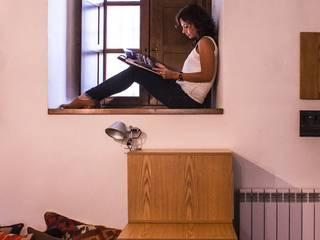 Cristina Soggiorno moderno di deltastudio Moderno