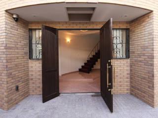 一級建築士事務所アトリエm Classic corridor, hallway & stairs