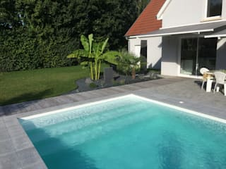 Classic style pool by Schwein Aménagement Classic