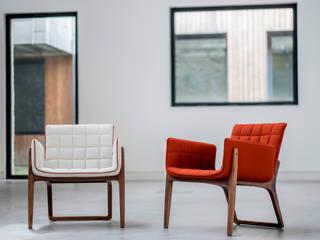 Mandarine designed by Cláudia&Harry Washington for Two.Six od homify Minimalistyczny Lite drewno Wielokolorowy