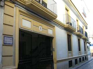 クラシカルな 家 の studio8arquitectura クラシック