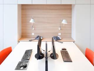 Agence Immobilière Bureau moderne par Tymeno Moderne