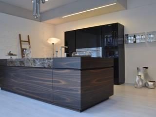 ku45: Cucina in stile in stile Moderno di Mobili Campopiano & Raffaele s.a.s.