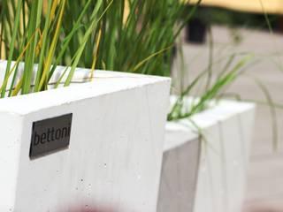 Bettoni - wysoka jakość w przystępnej cenie! Nowoczesny balkon, taras i weranda od Bettoni Nowoczesny