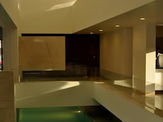 CASA PM: Albercas de estilo  por Vito Ascencio y Arquitectos