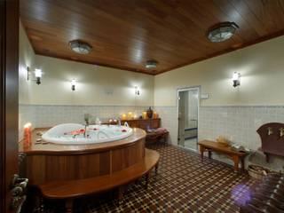 Баня в английском стиле: Ванные комнаты в . Автор – RRdesign,