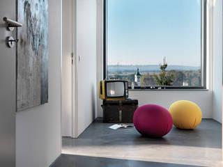 Modern Corridor, Hallway and Staircase by LEICHT Küchen AG Modern