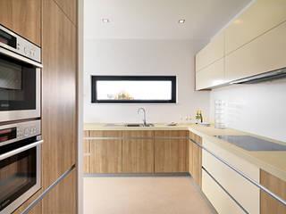 Modern style kitchen by LEICHT Küchen AG Modern